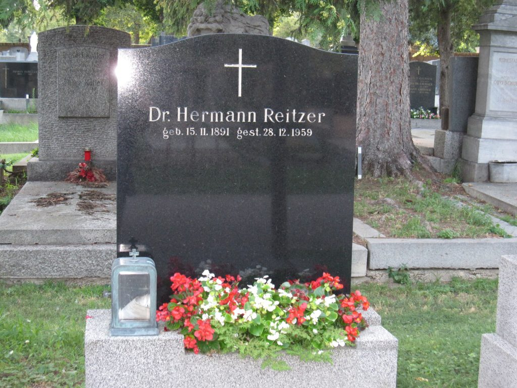 Dr. Hermann REITZER
